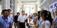 校长周玉院士看望新生慰问迎新现场师生员工 - 哈尔滨工业大学