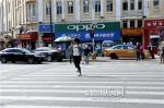 行人过马路闯红灯罚20元 - 哈尔滨新闻网