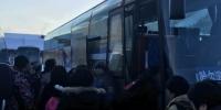 图:乘客车前往雪乡的游客 - 新浪黑龙江