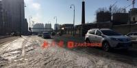 哈尔滨铁路街桥北小区有段百米长冰面 注意减速 - 新浪黑龙江