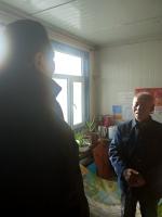 省体育局副局长李峰赴桦南县春富村慰问困难群众 - 体育局