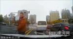 哈市校车司机嫌前车开得慢不让道 拿棍棒威胁私家车主 - 新浪黑龙江