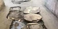 红专街小区路面手术一个月没缝合 居民担心冬天咋走 - 新浪黑龙江