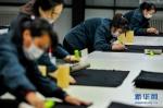 """(在习近平新时代中国特色社会主义思想指引下——新时代新作为新篇章·习近平总书记关切事·图文互动)(7)稳住千家万户的""""饭碗""""——各地积极稳就业化解疫情影响 - 哈尔滨工业大学"""